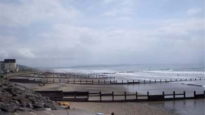 Groynes on Tywyn beach (© © Copyright Tom Pennington (http://www.geograph.org.uk/photo/1359494) and licensed for reuse (http://www.geograph.org.uk/reuse.php?id=1359494) under this Creative Commons Licence (https://creativecommons.org/licenses/by-sa/2.0/).)