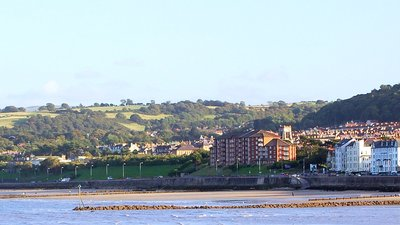Colwyn Bay in the Afternoon Panorama (© By Ken Tholke (Own work) [CC BY-SA 3.0 (http://creativecommons.org/licenses/by-sa/3.0)], via Wikimedia Commons (original photo: https://commons.wikimedia.org/wiki/File:Colwyn_Bay_in_the_Afternoon_Panorama.jpg))