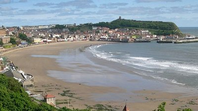 Scarborough South Bay from the Esplanade close to the caravan park (© © Copyright Sheila Tarleton (https://www.geograph.org.uk/profile/12900) and licensed for reuse (http://www.geograph.org.uk/reuse.php?id=384321) under this Creative Commons Licence (https://creativecommons.org/licenses/by-sa/2.0/).)