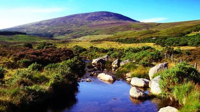 Landscape in Wicklow, Ireland near the caravan site (© Michal Osmenda from Brussels, Belgium [CC BY-SA 2.0 (https://creativecommons.org/licenses/by-sa/2.0)] (original photo: https://commons.wikimedia.org/wiki/File:Landscape_in_Wicklow,_Ireland.jpg))