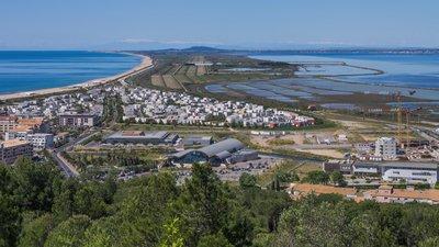 Cordon littoral, Sète, Hérault (© By Christian Ferrer (Own work) [CC BY-SA 3.0 (http://creativecommons.org/licenses/by-sa/3.0)], via Wikimedia Commons (original photo: https://commons.wikimedia.org/wiki/File:Cordon_littoral,_S%C3%A8te,_H%C3%A9rault_02.jpg))
