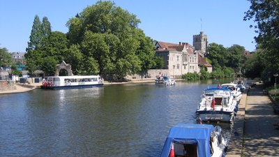 River Medway at Maidstone, Kent (© Rodney Burton [CC BY-SA 2.0 (https://creativecommons.org/licenses/by-sa/2.0)], via Wikimedia Commons (original photo: https://commons.wikimedia.org/wiki/File:River_Medway_at_Maidstone,_Kent_-_geograph.org.uk_-_187940.jpg))
