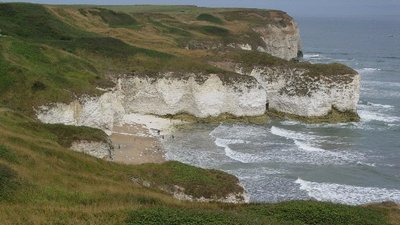 Flamborough Head (© Malcolm Street [CC BY-SA 2.0 (https://creativecommons.org/licenses/by-sa/2.0)], via Wikimedia Commons (original photo: https://commons.wikimedia.org/wiki/File:Flamborough_Head_-_geograph.org.uk_-_53865.jpg))
