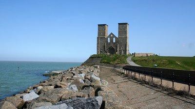 Reculver_Church_ruins,_Reculver,_Kent,_England-8