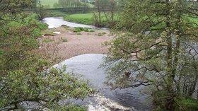 Drymen, Endrick Water from the Bridge (© william craig/Drymen, Endrick Water from the Bridge, via Wikimedia Commons (original photo: https://commons.wikimedia.org/wiki/File:Drymen,_Endrick_Water_from_the_Bridge_-_geograph.org.uk_-_171161.jpg))