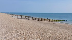 Groyne, Hayling Island beach (© © Copyright Alan Hunt (http://www.geograph.org.uk/profile/43457) and licensed for reuse (http://www.geograph.org.uk/reuse.php?id=4975928) under this Creative Commons Licence (https://creativecommons.org/licenses/by-sa/2.0/).)