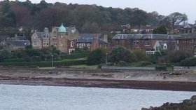 Wemyss Bay and concrete beach near the caravan site (© © Copyright Thomas Nugent (http://www.geograph.org.uk/profile/4827) and licensed for reuse (http://www.geograph.org.uk/reuse.php?id=1039752) under this Creative Commons Licence (https://creativecommons.org/licenses/by-sa/2.0/).)