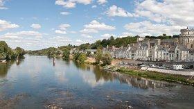 Amboise_Loire_Panorama_-_July_2011 (1)