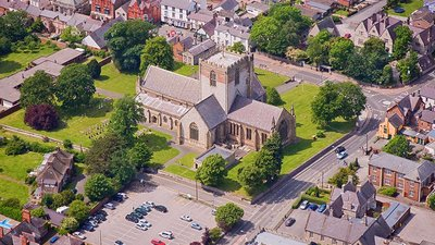 Aerial View of St Asaph Cathedral (© By CADW / Visit Wales [CC BY-SA 3.0 (https://creativecommons.org/licenses/by-sa/3.0)], via Wikimedia Commons (original photo: https://commons.wikimedia.org/wiki/File:Aerial_View_of_St_Asaph_Cathedral.jpg))