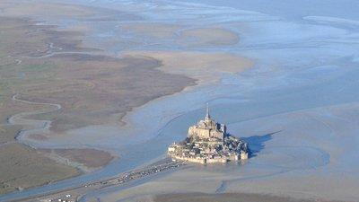 Mt StMichel avion (© By No machine-readable author provided. Fabos~commonswiki assumed (based on copyright claims). [Public domain], via Wikimedia Commons)