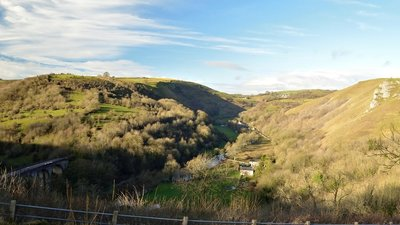 Monsal Head, Derbyshire  (© © Copyright Andrew Tryon (https://www.geograph.org.uk/profile/104377) and licensed for reuse (https://www.geograph.org.uk/reuse.php?id=5642370) under this Creative Commons Licence (https://creativecommons.org/licenses/by-sa/2.0/).)