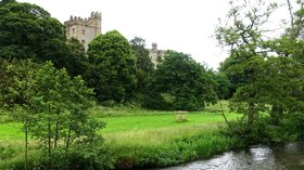 River_Wye_at_Haddon_Hall_-_Bakewell,_Derbyshire,_England_-_DSC02429