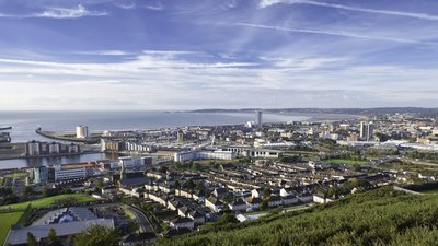 Swansea City Centre (© By Numero007 (Own work) [CC BY-SA 4.0 (https://creativecommons.org/licenses/by-sa/4.0)], via Wikimedia Commons (original photo: https://commons.wikimedia.org/wiki/File:P.3._Swansea_City_Centre_2012.jpg))