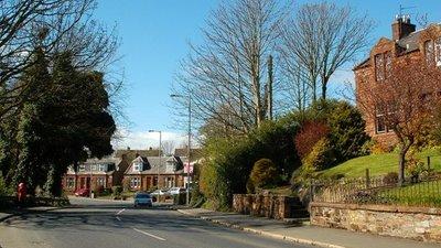 Kirkoswald Road, Maybole (© Mary and Angus Hogg/Kirkoswald Road, Maybole, via Wikimedia Commons (original photo: https://commons.wikimedia.org/wiki/File:Kirkoswald_Road,_Maybole_-_geograph.org.uk_-_1243710.jpg))