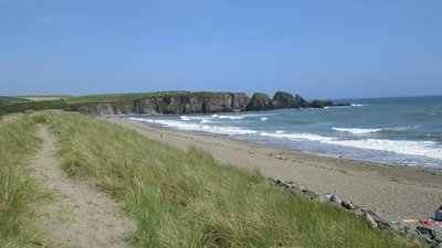 The beach at Bunmahon  (© © Copyright Jonathan Thacker (https://www.geograph.ie/profile/46229) and licensed for reuse (https://www.geograph.ie/reuse.php?id=4566868) under this Creative Commons Licence (https://creativecommons.org/licenses/by-sa/2.0/).)