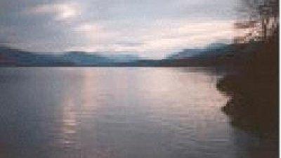 Beautiful area with lake surrounding the caravan park