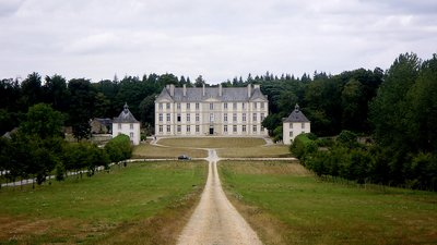 Attractions in the local area - Château de Loyat, Morbihan (© By Ruspanti (Own work) [CC BY-SA 3.0 (http://creativecommons.org/licenses/by-sa/3.0)], via Wikimedia Commons (original photo: https://commons.wikimedia.org/wiki/File:Ch%C3%A2teau_de_Loyat,_Morbihan.jpg))