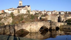 Town nearby: Bellac, Vincou (© By Dbellange (Own work) [GFDL (http://www.gnu.org/copyleft/fdl.html) or CC BY-SA 3.0 (http://creativecommons.org/licenses/by-sa/3.0)], via Wikimedia Commons (GFDL copy: https://en.wikipedia.org/wiki/GNU_Free_Documentation_License, original photo: https://commons.wikimedia.org/wiki/File:Bellac_Vincou.jpg))