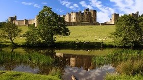 Alnwick Castle Northumberland - home to Harry Potter - Clennell Hall Riverside Holiday Park is the ideal base to visit historic landmarks including Alnwick Castle. (© Gail Johnson)