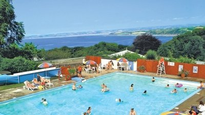 The outdoor pool at Bideford Bay