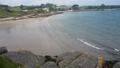 Traeth Bychan beach from the south  (© © Copyright Eric Jones (http://www.geograph.org.uk/profile/7056) and licensed for reuse (http://www.geograph.org.uk/reuse.php?id=1347609) under this Creative Commons Licence (https://creativecommons.org/licenses/by-sa/2.0/).)