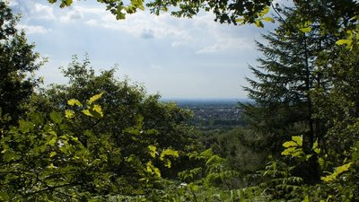 The prospect over Chorley  (© © Copyright Ian Greig (https://www.geograph.org.uk/profile/9857) and licensed for reuse (http://www.geograph.org.uk/reuse.php?id=3078316) under this Creative Commons Licence (https://creativecommons.org/licenses/by-sa/2.0/).)