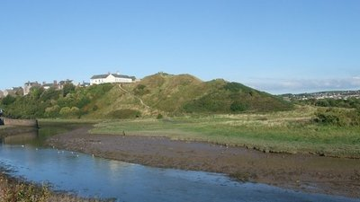 Motte Hill, Maryport  (© © Copyright Tim Heaton (https://www.geograph.org.uk/profile/3240) and licensed for reuse (http://www.geograph.org.uk/reuse.php?id=2091900) under this Creative Commons Licence (https://creativecommons.org/licenses/by-sa/2.0/).)