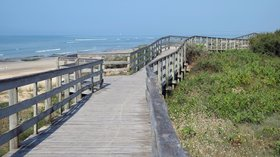 Promenade sur les dunes - Le Bois Plage (© By Patrick Despoix (Own work) [CC BY-SA 4.0 (http://creativecommons.org/licenses/by-sa/4.0)], via Wikimedia Commons (original photo: https://commons.wikimedia.org/wiki/File:777_-_Promenade_sur_les_dunes_-_Le_Bois_Plage.jpg))