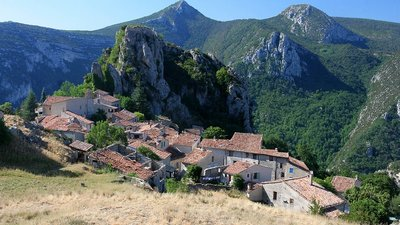 Rougon Alpes de Haute Provence (© By JialiangGao www.peace-on-earth.org (Own work) [GFDL (http://www.gnu.org/copyleft/fdl.html) or CC BY-SA 4.0-3.0-2.5-2.0-1.0 (http://creativecommons.org/licenses/by-sa/4.0-3.0-2.5-2.0-1.0)], via Wikimedia Commons (GFDL copy: https://en.wikipedia.org/wiki/GNU_Free_Documentation_License, original photo: https://commons.wikimedia.org/wiki/File:Rougon_Alpes_de_Haute_Provence_France.jpg))