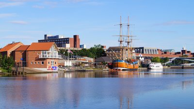 Castlegate Quay, Stockton on Tees (© By Petegal-half (Own work) [CC BY-SA 3.0 (http://creativecommons.org/licenses/by-sa/3.0)], via Wikimedia Commons (original photo: https://commons.wikimedia.org/wiki/File:Castlegate_Quay,_Stockton_on_Tees.jpg))