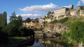 In the region: Parthenay Citadel from Saint Paul Bridge (© By Chris j wood [CC BY-SA 3.0 (http://creativecommons.org/licenses/by-sa/3.0) or GFDL (http://www.gnu.org/copyleft/fdl.html)], via Wikimedia Commons (GFDL copy: https://en.wikipedia.org/wiki/GNU_Free_Documentation_License, original photo: https://commons.wikimedia.org/wiki/File:Parthenay_Citadel_from_Saint-Paul_Bridge_2.jpg#filehistory))