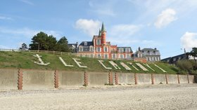 Le Crotoy, seen from the beach (© By KGGucwa (Own work) [CC BY-SA 3.0 (http://creativecommons.org/licenses/by-sa/3.0) or GFDL (http://www.gnu.org/copyleft/fdl.html)], via Wikimedia Commons (GFDL copy: https://en.wikipedia.org/wiki/GNU_Free_Documentation_License, original photo: https://commons.wikimedia.org/wiki/File:Le-Crotoy-France--seen-from-the-beach.JPG))