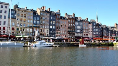 Honfleur, Calvados Normandy (© By Ignaz Wiradi (Own work) [CC BY-SA 3.0 (http://creativecommons.org/licenses/by-sa/3.0)], via Wikimedia Commons (original photo: https://commons.wikimedia.org/wiki/File:5_of_10_-_Honfleur,_Calvados_Normandy_-_FRANCE.jpg))