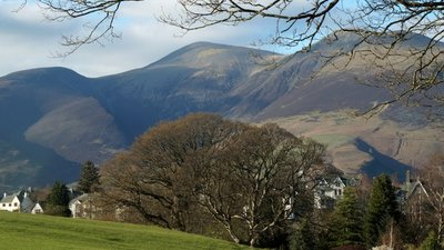 Skiddaw from Lake Road, Keswick  (© © Copyright Mike Pennington (https://www.geograph.org.uk/profile/9715) and licensed for reuse (http://www.geograph.org.uk/reuse.php?id=5353944) under this Creative Commons Licence (https://creativecommons.org/licenses/by-sa/2.0/).)