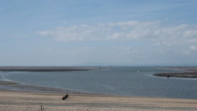 The River Wyre emptying into Morecambe Bay near the caravan park (© © Copyright Paul Harris (https://www.geograph.org.uk/profile/40362) and licensed for reuse (http://www.geograph.org.uk/reuse.php?id=1512459) under this Creative Commons Licence (https://creativecommons.org/licenses/by-sa/2.0/).)
