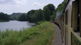 Newby Bridge, MMB, Lakeside & Haverthwaite Railway (© By mattbuck (category) (Own work by mattbuck.) [CC BY-SA 2.0 (http://creativecommons.org/licenses/by-sa/2.0) or CC BY-SA 3.0 (http://creativecommons.org/licenses/by-sa/3.0)], via Wikimedia Commons (original photo: https://commons.wikimedia.org/wiki/File:Newby_Bridge_MMB_01_Lakeside_%26_Haverthwaite_Railway.jpg))