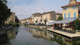 L'Isle sur la Sorgue (© By M.Minderhoud (Self-photographed) [GFDL (http://www.gnu.org/copyleft/fdl.html) or CC-BY-SA-3.0 (http://creativecommons.org/licenses/by-sa/3.0/)], via Wikimedia Commons (GFDL copy: https://en.wikipedia.org/wiki/GNU_Free_Documentation_License, original photo: https://commons.wikimedia.org/wiki/File:L'Isle_sur_la_Sorgue1.jpg))