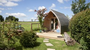 Glamping at Stonehenge - Fox Pod at Stonehenge Campsite & Glamping Pods