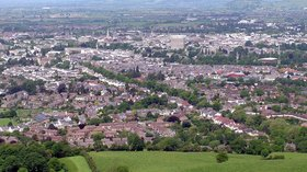 Cheltenham from Leckhampton Arp (© Arpingstone [Public domain], via Wikimedia Commons)