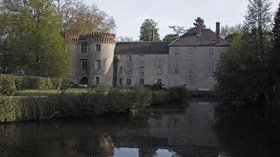 Attraction in the region: Milly La Forêt-Le château (© Daniel Villafruela [GFDL (http://www.gnu.org/copyleft/fdl.html) or CC BY-SA 3.0 (http://creativecommons.org/licenses/by-sa/3.0)], via Wikimedia Commons (GFDL copy: https://en.wikipedia.org/wiki/GNU_Free_Documentation_License,original photo:https://commons.wikimedia.org/wiki/File:Milly_La_For%C3%AAt-Le_ch%C3%A2teau.jpg))