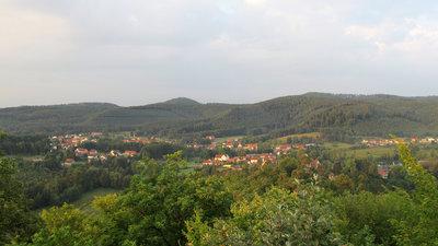 Baerenthal vue sur le village prise du château du Ramstein (© By Lal.sacienne (Own work) [CC BY-SA 3.0 (http://creativecommons.org/licenses/by-sa/3.0)], via Wikimedia Commons (original photo: https://commons.wikimedia.org/wiki/File:Baerenthal-vue-sur-le-village-prise_du-ch%C3%A2teau-du-Ramstein.png))