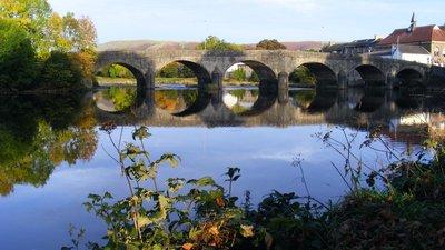 Builth Wells bridge (© By R J Higginson (Own work) [CC BY-SA 3.0 (https://creativecommons.org/licenses/by-sa/3.0) or GFDL (http://www.gnu.org/copyleft/fdl.html)], via Wikimedia Commons (GFDL copy: https://en.wikipedia.org/wiki/GNU_Free_Documentation_License, original photo: https://commons.wikimedia.org/wiki/File:Builth_Wells_bridge_01.jpg))