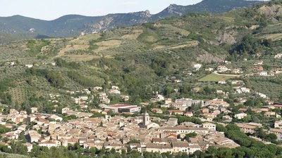 Buis-les-Baronnies - Vue d'ensemble (© By Torsade de Pointes (Own work) [CC0], via Wikimedia Commons)