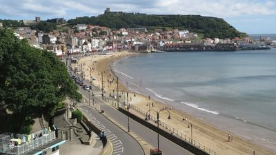 South Bay, Scarborough near the caravan park (© © Copyright Graham Robson (https://www.geograph.org.uk/profile/8664) and licensed for reuse (http://www.geograph.org.uk/reuse.php?id=5449522) under this Creative Commons Licence (https://creativecommons.org/licenses/by-sa/2.0/).)