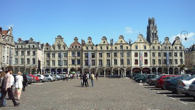Town nearby: Arras (© By Wolf Meusel (talk · contribs) (Self-photographed) [Public domain], via Wikimedia Commons)