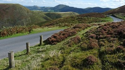 Road on Burway Hill, Church Stretton  (© © Copyright Robin Drayton (https://www.geograph.org.uk/profile/15303) and licensed for reuse (https://www.geograph.org.uk/reuse.php?id=2085499) under this Creative Commons Licence (https://creativecommons.org/licenses/by-sa/2.0/).)
