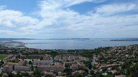 360° Panorama of Étang de Berre (Vitrolles, Bouches-du-Rhône (© By Myst (Own work) [CC BY-SA 3.0 (http://creativecommons.org/licenses/by-sa/3.0)], via Wikimedia Commons (original photo: https://commons.wikimedia.org/wiki/File:360%C2%B0_Panorama_of_%C3%89tang_de_Berre_(Vitrolles,_Bouches-du-Rh%C3%B4ne,_France).jpg))