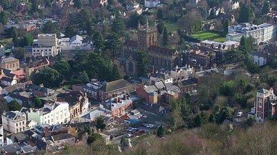 Great Malvern Town Centre (© Bob Embleton [CC BY-SA 2.0 (https://creativecommons.org/licenses/by-sa/2.0)], via Wikimedia Commons (original photo: https://commons.wikimedia.org/wiki/File:Great_Malvern_Town_Centre_-_geograph.org.uk_-_671617.jpg))