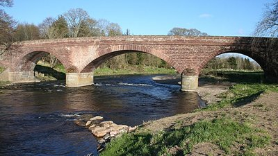 Deveron Bridge near the caravan park (© © Copyright Anne Burgess (https://www.geograph.org.uk/profile/139) and licensed for reuse (http://www.geograph.org.uk/reuse.php?id=3446021) under this Creative Commons Licence (https://creativecommons.org/licenses/by-sa/2.0/).)