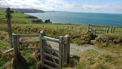Stile on Pembrokeshire Coast Path  (© © Copyright Philip Halling (https://www.geograph.org.uk/profile/1837) and licensed for reuse (http://www.geograph.org.uk/reuse.php?id=426747) under this Creative Commons Licence (https://creativecommons.org/licenses/by-sa/2.0/).)
